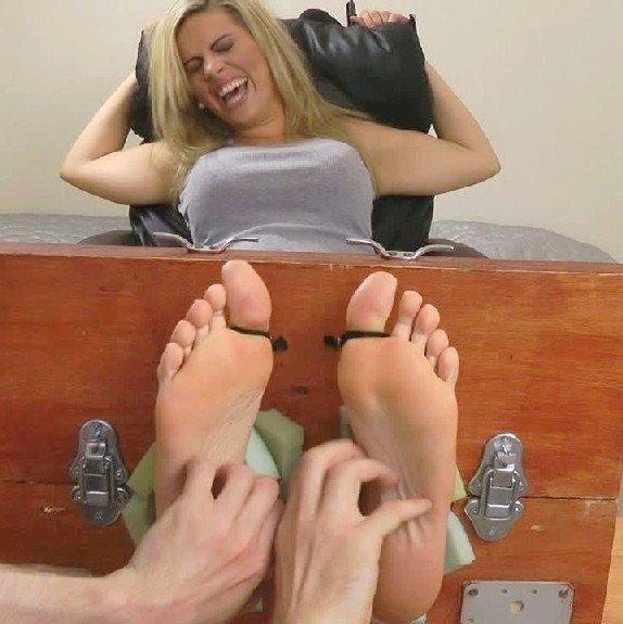 Chatouiller les pieds fétiche